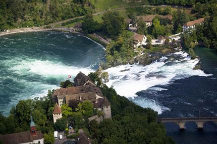 De Watervallen Van Schaffhausen.Schaffhausen Bezienswaardigheden En Toeristische Informatie